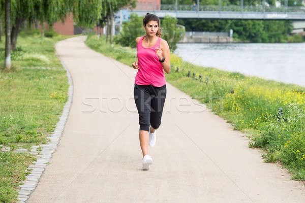 Athlétique jeune femme jogging saine jeunes femme Photo stock © AndreyPopov
