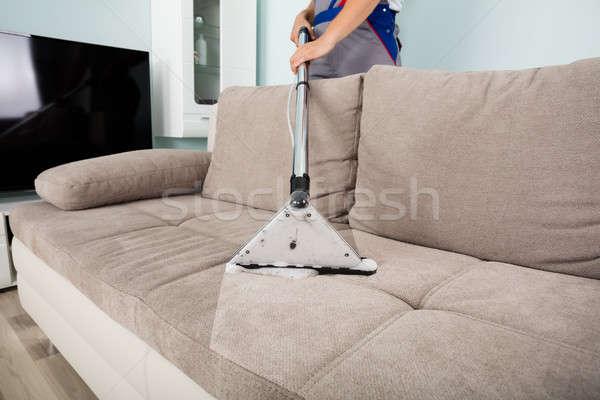 Maschio lavoratore pulizia divano aspirapolvere giovani Foto d'archivio © AndreyPopov