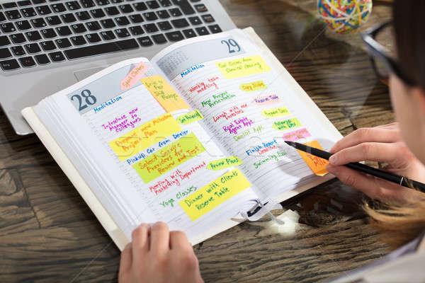 Empresário escrita programar diário Foto stock © AndreyPopov