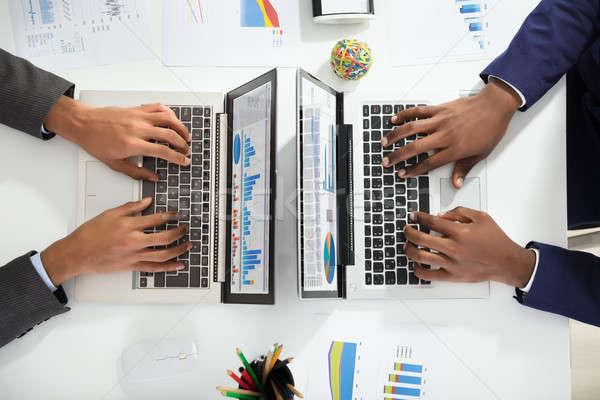 Stockfoto: Twee · grafiek · laptop