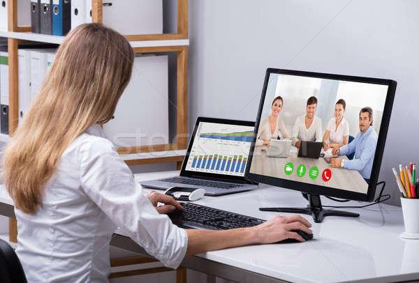 Mujer de negocios vídeo ordenador feliz colegas oficina Foto stock © AndreyPopov