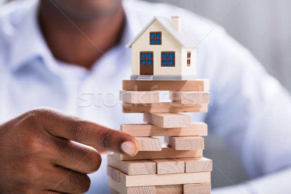 Persoon blokken miniatuur huis Stockfoto © AndreyPopov