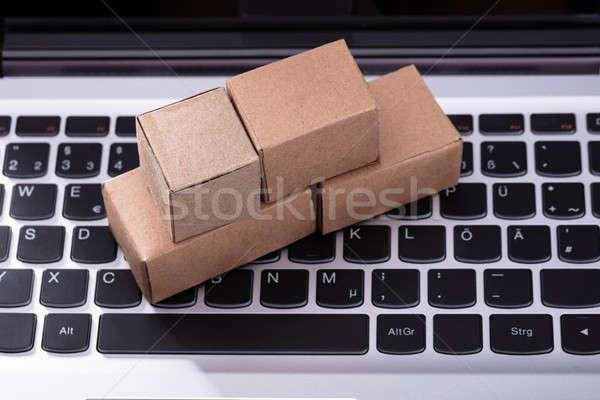 Karton dobozok laptop numerikus billentyűzet közelkép kicsi Stock fotó © AndreyPopov