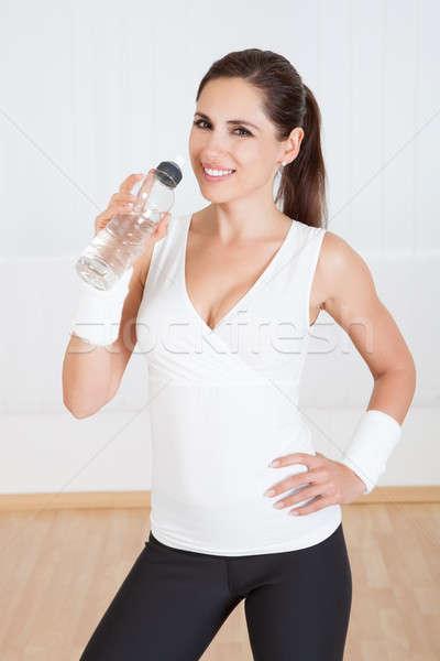 Kobieta woda pitna atrakcyjny pitnej świeże Zdjęcia stock © AndreyPopov