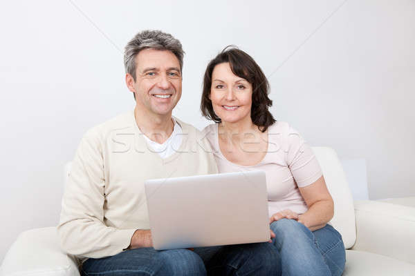 Zdjęcia stock: Dojrzały · para · za · pomocą · laptopa · domu · zakupy · Internetu