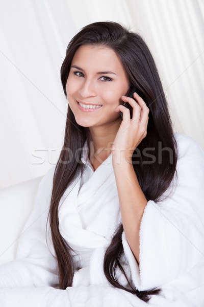 Stockfoto: Vrouw · luisteren · oproep · mobiele · glimlachend · mooie