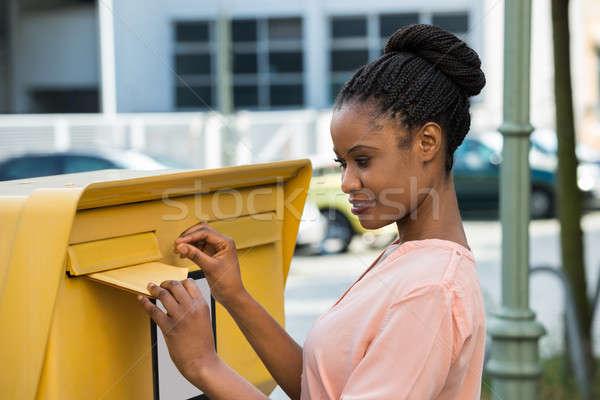 Mulher carta caixa de correio jovem africano feliz Foto stock © AndreyPopov