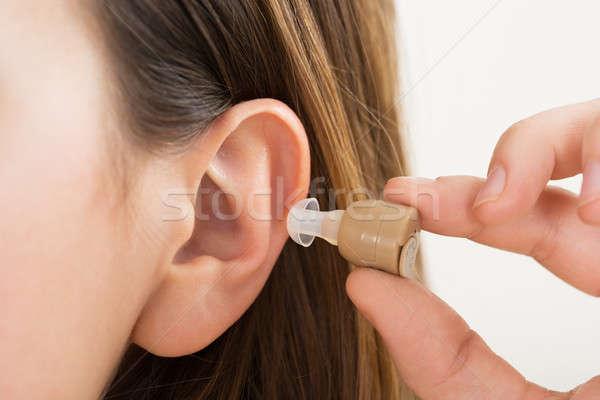 Femme mains prothèse auditive oreille main Photo stock © AndreyPopov