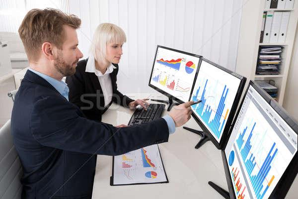 Gráfico múltiplo computador dois jovem Foto stock © AndreyPopov