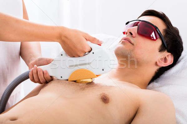 Thérapeute laser traitement homme jeune homme Photo stock © AndreyPopov