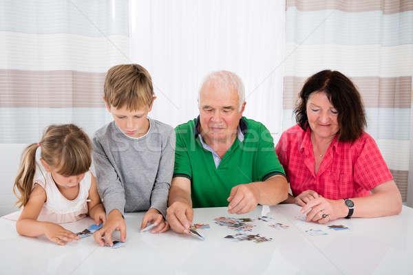 Többgenerációs család puzzle együtt család tart kirakós játék Stock fotó © AndreyPopov