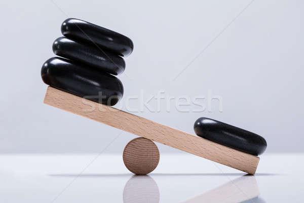Fekete kövek egyensúlyoz hinta fából készült fehér Stock fotó © AndreyPopov