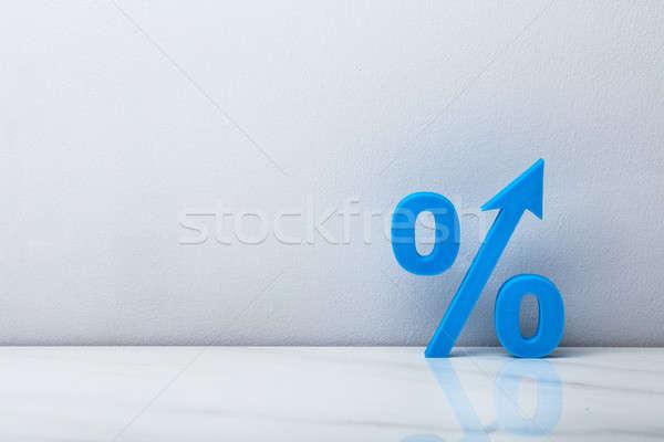 青 パーセンテージ にログイン 矢印 壁 スペース ストックフォト © AndreyPopov