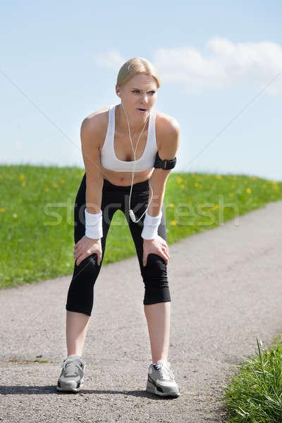 Zmęczony kobieta jogging wyczerpany młoda kobieta relaks Zdjęcia stock © AndreyPopov