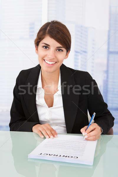 Lächelnd Geschäftsfrau Unterzeichnung Vertrag Schreibtisch Porträt Stock foto © AndreyPopov