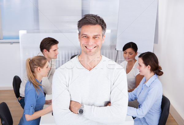 Chef d'équipe permanent travail heureux bras Photo stock © AndreyPopov