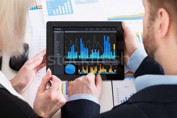 Stockfoto: Twee · grafiek · digitale · tablet · kantoor