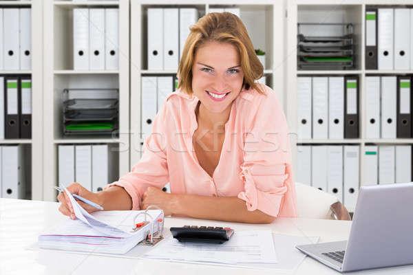 Jungen Buchhalter Frau arbeiten Büro Porträt Stock foto © AndreyPopov