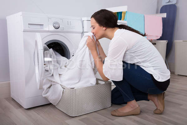 Kadın bez yıkama çamaşır makinesi genç kadın Stok fotoğraf © AndreyPopov