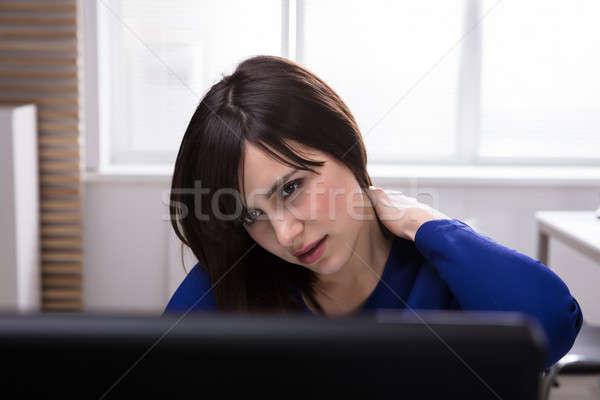 Stockfoto: Zakenvrouw · lijden · nekpijn · jonge · computer
