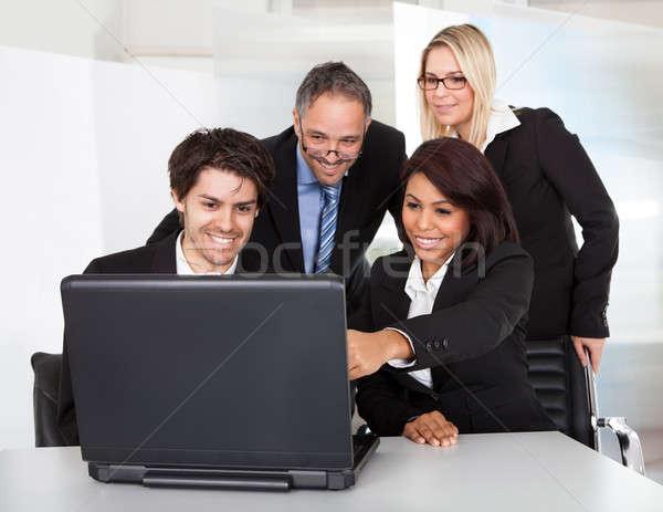 Grupy ludzi biznesu spotkanie komputera kobiet Zdjęcia stock © AndreyPopov