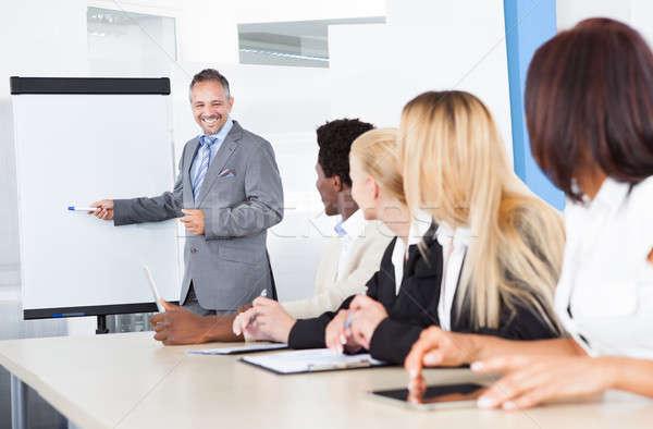 Naar man uitleggen zakenman presentatie Stockfoto © AndreyPopov