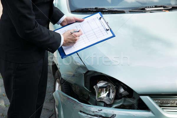 Assurance agent voiture accident écrit presse-papiers Photo stock © AndreyPopov