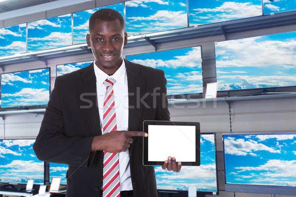 Işadamı işaret dijital tablet genç Afrika Stok fotoğraf © AndreyPopov