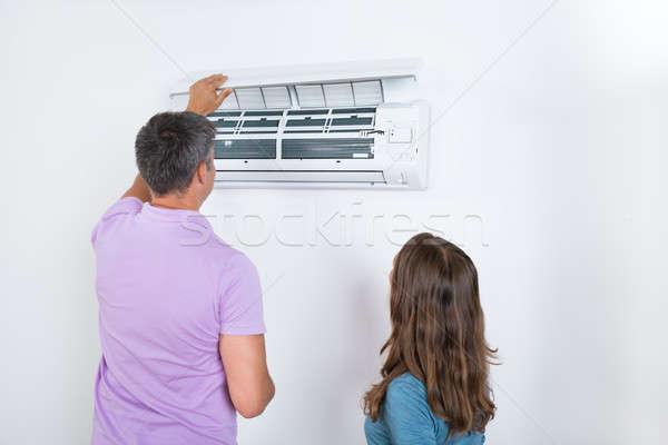 çift klima bağlı beyaz duvar çalışmak Stok fotoğraf © AndreyPopov