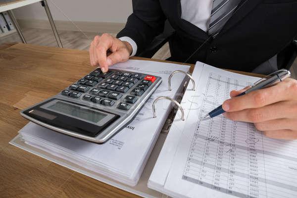 Mężczyzna księgowy podatku biurko biuro Zdjęcia stock © AndreyPopov