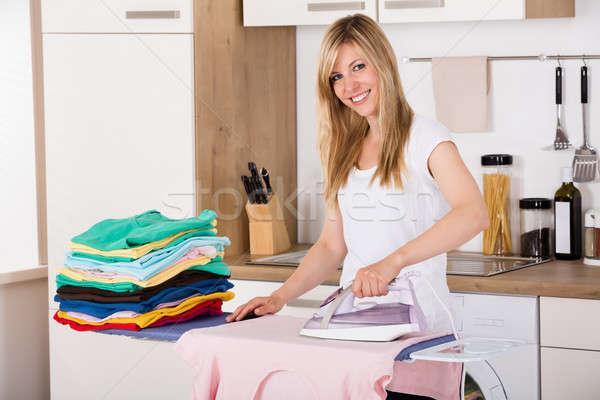 Mujer sonriente ropa eléctrica hierro jóvenes Foto stock © AndreyPopov
