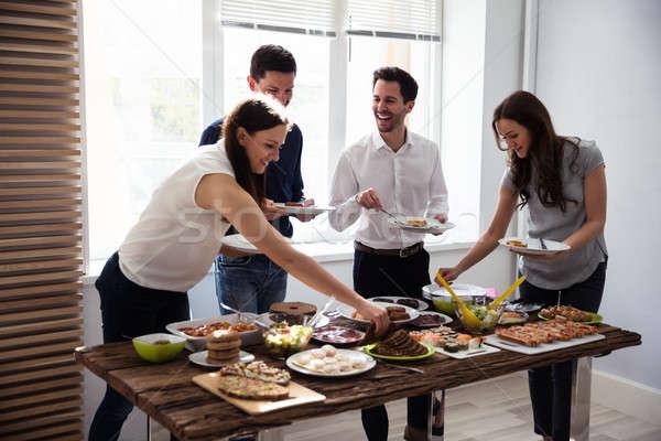 Amici mangiare sano alimentare servito party legno Foto d'archivio © AndreyPopov
