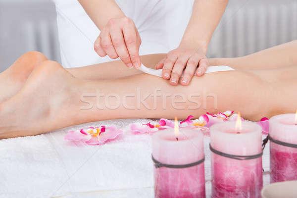 Vrouw dij massage behandeling spa Stockfoto © AndreyPopov