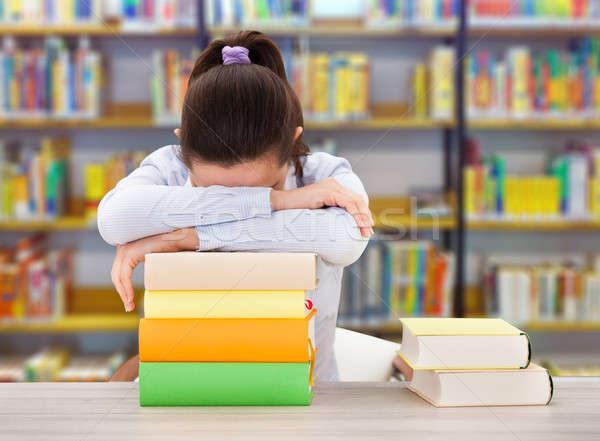 Fáradt főiskolai hallgató dől könyvek könyvtár női Stock fotó © AndreyPopov