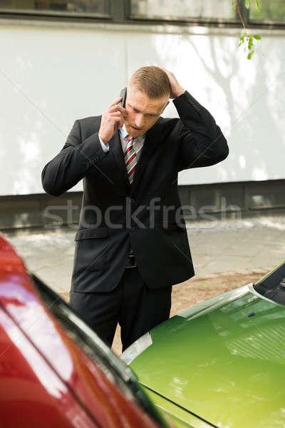 Stockfoto: Man · roepen · mobieltje · auto · ongeval · mannelijke