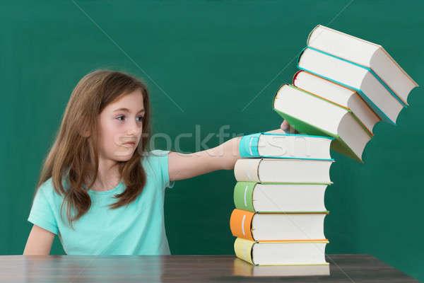 Student popychanie książek biurko kolorowy Zdjęcia stock © AndreyPopov
