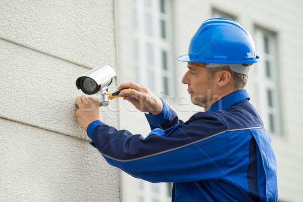 Maturo tecnico fotocamera muro cacciavite Foto d'archivio © AndreyPopov