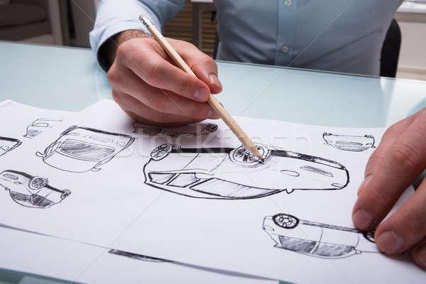 Ludzka ręka rysunek szkic samochodu farbują papieru Zdjęcia stock © AndreyPopov