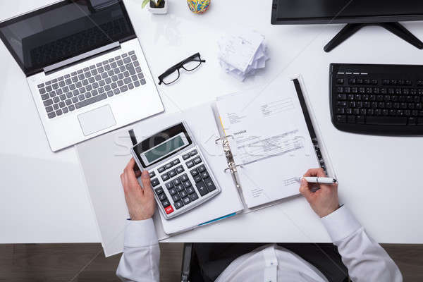 Ver empresário projeto de lei mão calculadora Foto stock © AndreyPopov