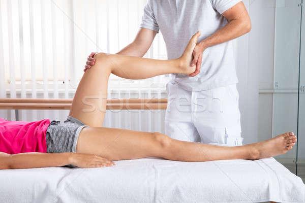 Férfi terapeuta nyújtás láb kéz női Stock fotó © AndreyPopov