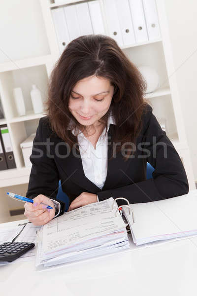 Photo comptable femme travail bureau table Photo stock © AndreyPopov