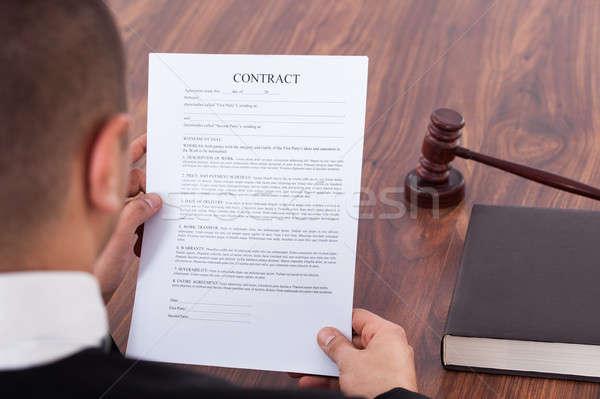 Richter Lesung Vertrag Gerichtssaal Bild Business Stock foto © AndreyPopov