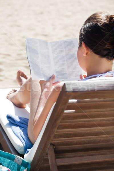 Mulher leitura livro convés cadeira praia Foto stock © AndreyPopov