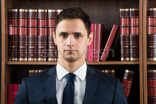 Portret adwokat półka na książki mężczyzna sala sądowa człowiek Zdjęcia stock © AndreyPopov