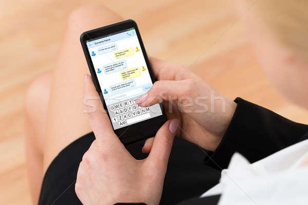 Stock fotó: Nő · küldés · szöveges · üzenet · mobiltelefon · közelkép · szöveges · üzenetek