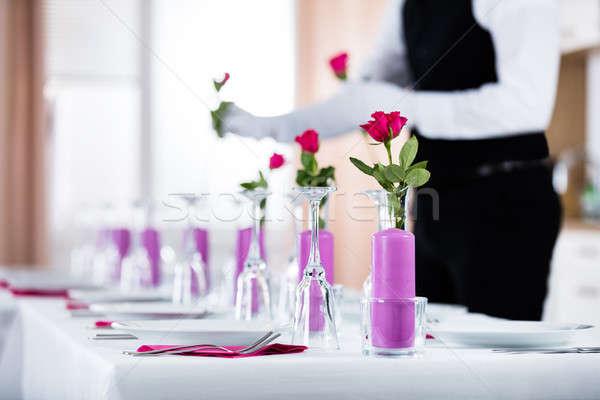 Cameriere rose vaso primo piano wedding tavola Foto d'archivio © AndreyPopov