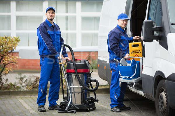 Dwa mężczyzna woźny czyszczenia wyposażenie pojazd Zdjęcia stock © AndreyPopov