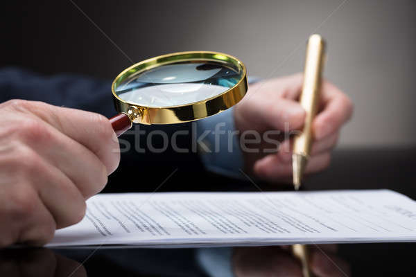 üzletember szerződés űrlap nagyító közelkép kéz Stock fotó © AndreyPopov
