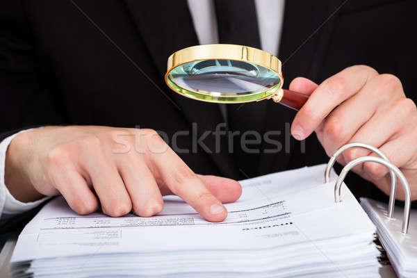 Imprenditore documento guardando lente di ingrandimento business ufficio Foto d'archivio © AndreyPopov