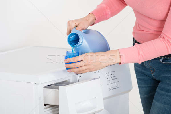 Feminino mão detergente azul garrafa Foto stock © AndreyPopov